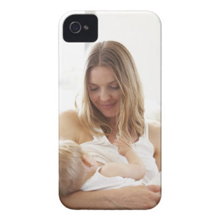 Mother breastfeeding her child Case-Mate iPhone 4 case