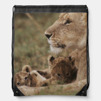 Mother Lion sitting with cubs Drawstring Bag