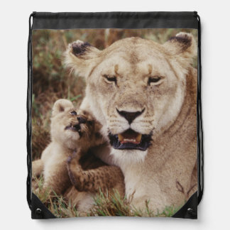 Mother lion sitting with her cub drawstring bag