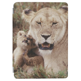 Mother lion sitting with her cub iPad air cover