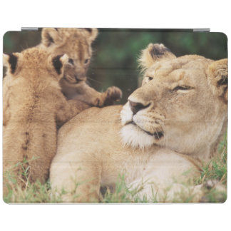 Mother lion with cubs iPad cover