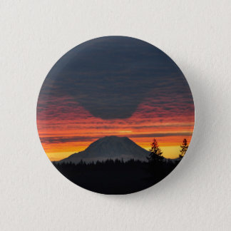 Mount Rainier and it's Shadow 6 Cm Round Badge