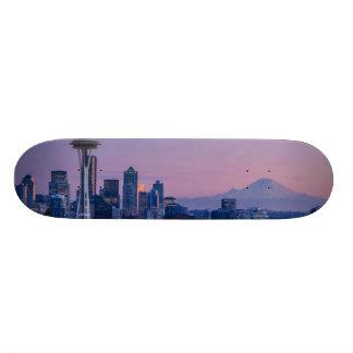 Mount Rainier in the background. 21.3 Cm Mini Skateboard Deck