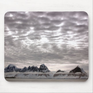 Mountain with cruiseship in the Pole Mouse Pad