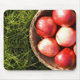 Mouse pad with red apples.