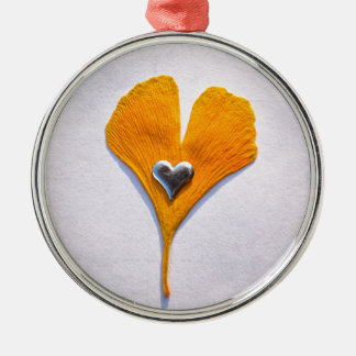 multicolored ginkgo sheet with metal heart, Silver-Colored round decoration