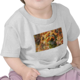 Mums in a Glass Vase T-shirts
