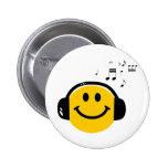 Music loving smiley 6 cm round badge