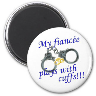 My Fiancée Plays with Cuffs 6 Cm Round Magnet