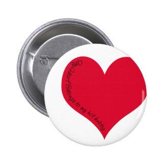 My heart belongs to my hot hubby 6 cm round badge