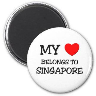 My heart belongs to SINGAPORE 6 Cm Round Magnet