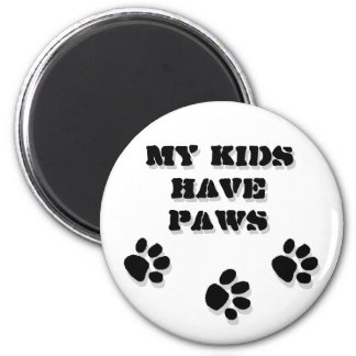My kids have paws 6 cm round magnet
