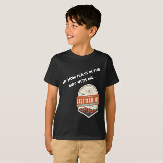 """""""My Mum Plays in the Dirt With Me."""" Kids T-Shirt"""
