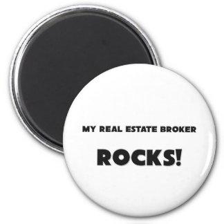 MY Real Estate Broker ROCKS! 6 Cm Round Magnet