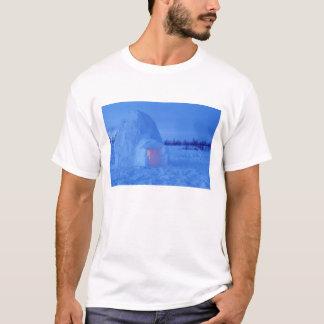 NA, Canada, Manitoba, Churchill. Arctic igloo T-Shirt