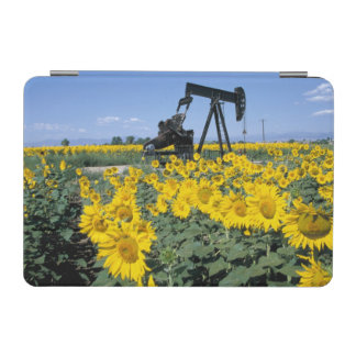 Na, USA, Colorado, Sunflowers, Oil Derrick iPad Mini Cover