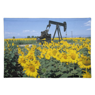 Na, USA, Colorado, Sunflowers, Oil Derrick Placemat