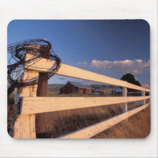 NA, USA, Washington, near Walla Walla, fence, Mouse Mat
