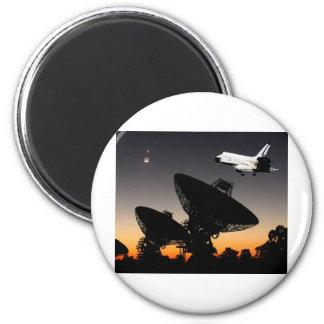 NASA SPACE SHUTTLE FLYING OVER AUSTRALIA 6 CM ROUND MAGNET