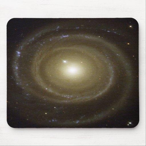 NASA - Spiral Galaxy NGC4622 Spins Backwards Mouse Mat