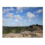 Naturbild mit einem kleinen Leuchtturm Postkarte