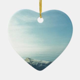 Neatly flaked sail ceramic heart decoration