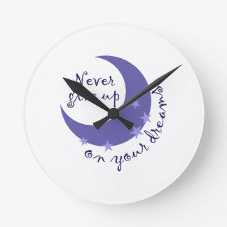 NEVER GIVE UP ON DREAMS ROUND WALLCLOCK