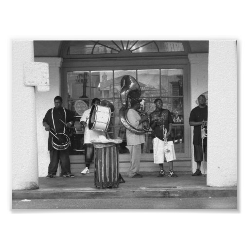 report on new orleans jazz band The genre new orleans jazz refers to jazz in its earliest forms in the late 19th century new orleans brass bands would perform in marches, parades and funerals playing anything from military tunes to rags in a polyphonic style similar to african-american vocal music.