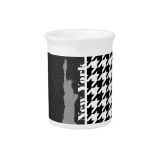 New York, Statue of Libety Houndstooth Drink Pitchers
