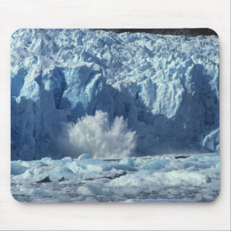 Newly-calved iceberg splashing into chilly mouse pad