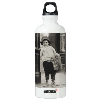 Newsboy in St. Louis by Lewis Wickes Hine, 1910 SIGG Traveller 0.6L Water Bottle