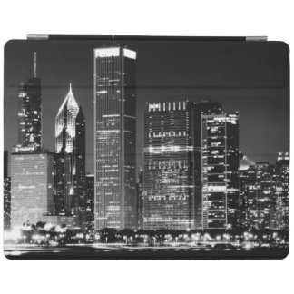 Night view of Chicago's famous cityscape iPad Cover