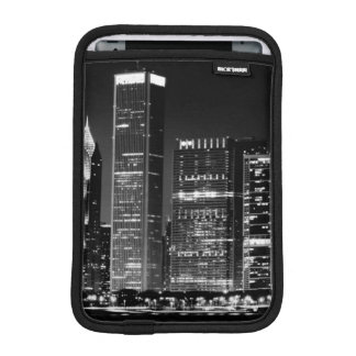 Night view of Chicago's famous cityscape iPad Mini Sleeve