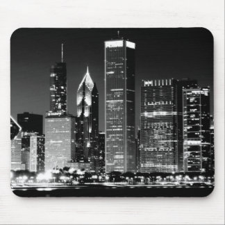 Night view of Chicago's famous cityscape Mouse Pad
