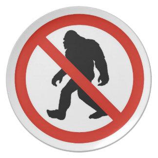 NO HUNTING BIGFOOT PLATE