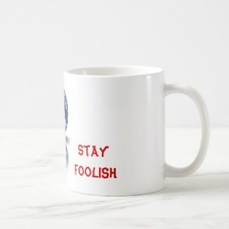 No te conformes. No dejes de ser curioso. Coffee Mugs