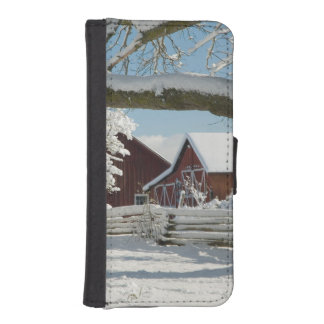 North America, USA, WA, Whidbey Island. 2 iPhone SE/5/5s Wallet Case