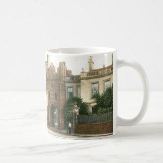 North Bar, Beverley (1900) Mug
