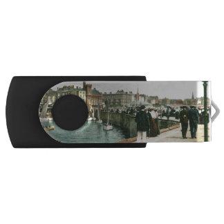 North Pier, Bridlington (1905) USB Flash Drive
