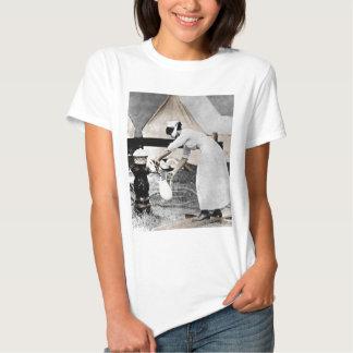 Nurse at Water Pump WWI Tshirts