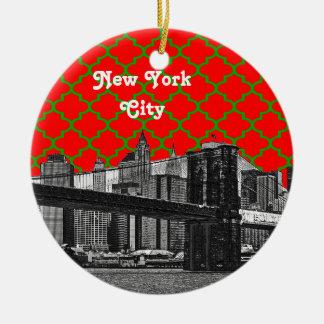 NYC Brooklyn Bridge Red Grn Quatrefoil Xmas Round Ceramic Decoration