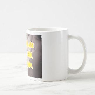 O homem so o vale pelo que sabe Saber é poder Mugs