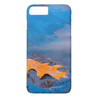 Oak leaf on rock in Rosseau River iPhone 8 Plus/7 Plus Case