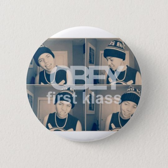 OBYLES: First Klass 6 Cm Round Badge