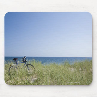 Ocean and horizon with clear blue sky mouse pad