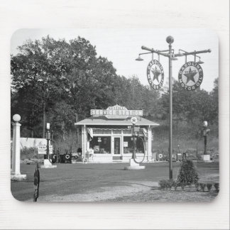 Old gas station, 1925 mouse mat