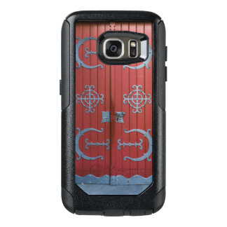 Old Red Wood Doors With Gray Iron Supports OtterBox Samsung Galaxy S7 Case