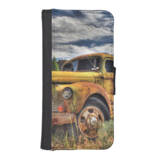Old truck abandoned in field iPhone SE/5/5s wallet case