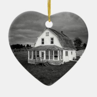 Old white House Ceramic Heart Decoration