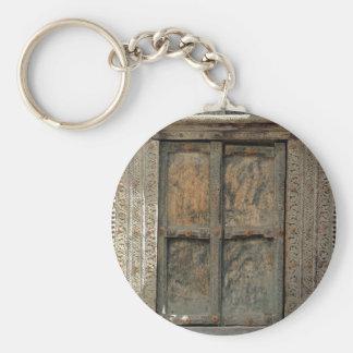 Old wooden door basic round button key ring
